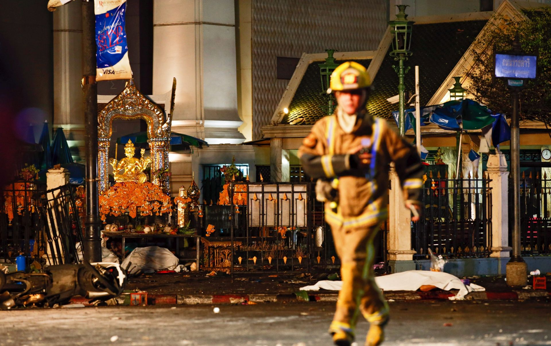 FOTO/VIDEO: BOMBA NA MOTOCIKLU Najmanje 27 poginulih u Bangkoku, tijela razasuta po ulici