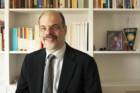 ELVIO BACCARINI: Društvo ima moralnu obvezu nikada ne dopustiti samoubojstva iz očaja