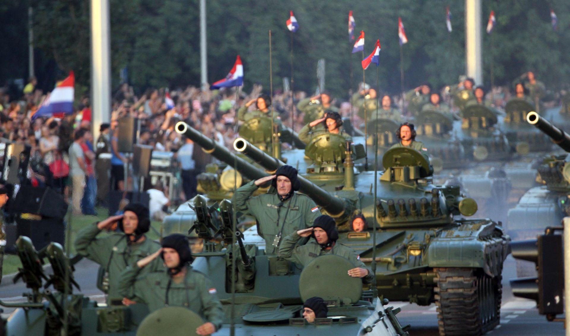 FOTO/VIDEO: PROSLAVA OLUJE Završen svečani vojni mimohod