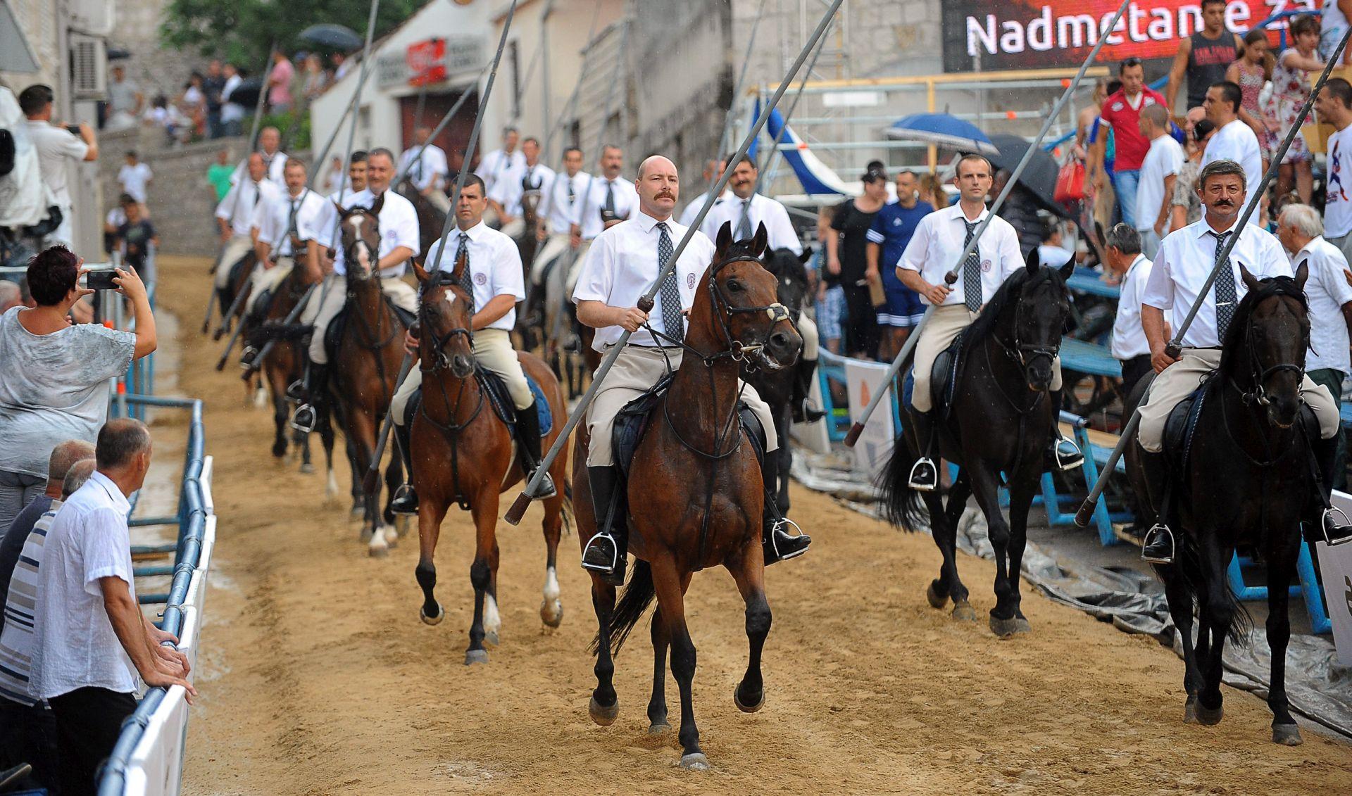 FOTO: PRVO PREDNATJECANJE 300. SINJSKE ALKE Pobjednik 300. Bare Alen Filipović Grčić