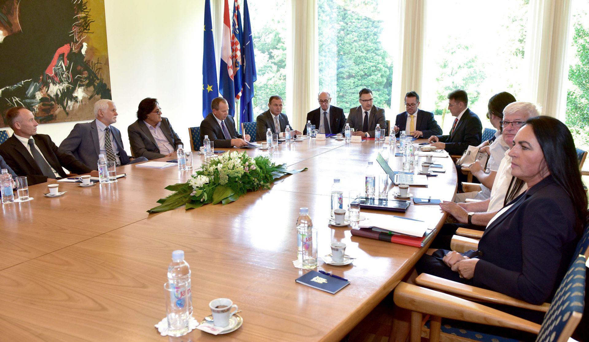 LABURISTI PODRŽALI VLADU Vijeće za gospodarska pitanja: Guverner HNB-a o kreditima u 'švicarcima'