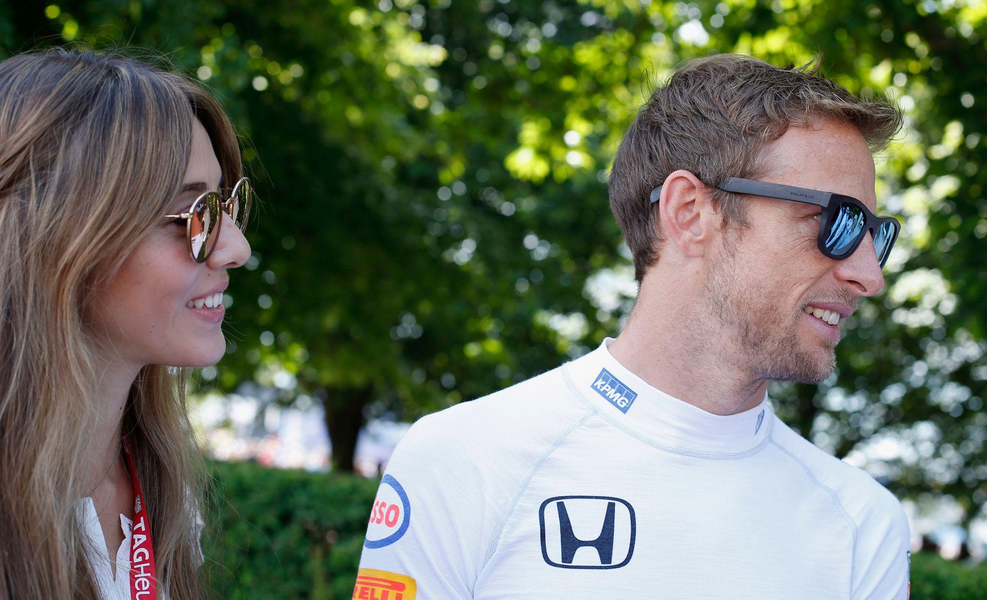 OMAMILI IH PLINOM Vozač Formule Jenson Button pokraden u St. Tropezu