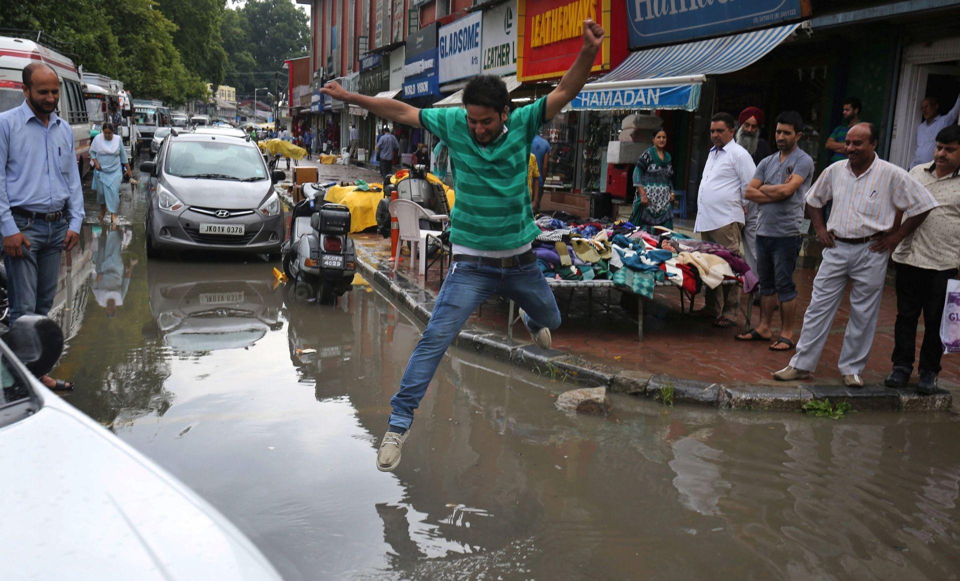 Monsunske kiše usmrtile stotine u Aziji, u Indiji više od 120