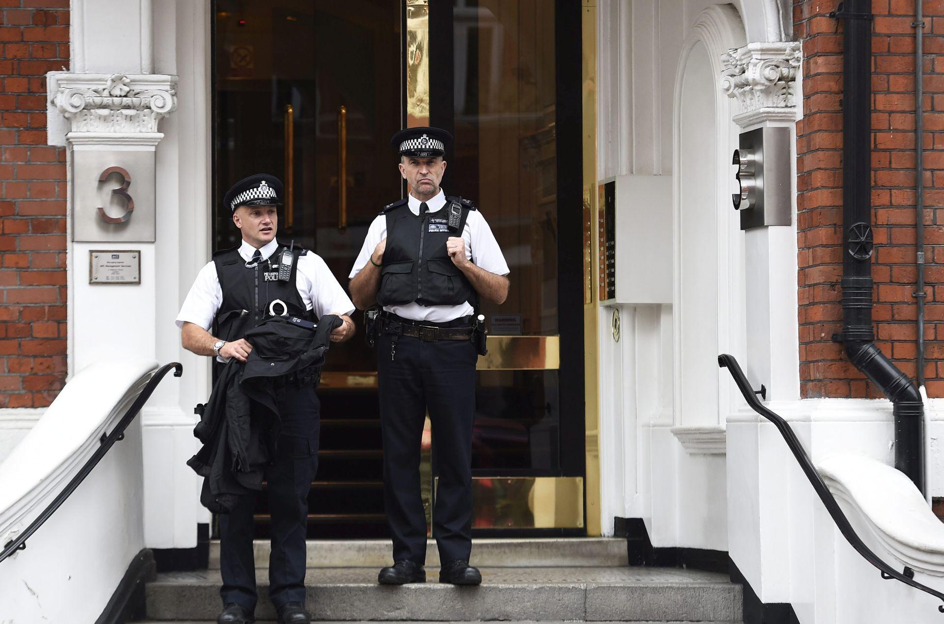 Britanija će prosvjedovati Ekvadoru zbog azila Assangeu