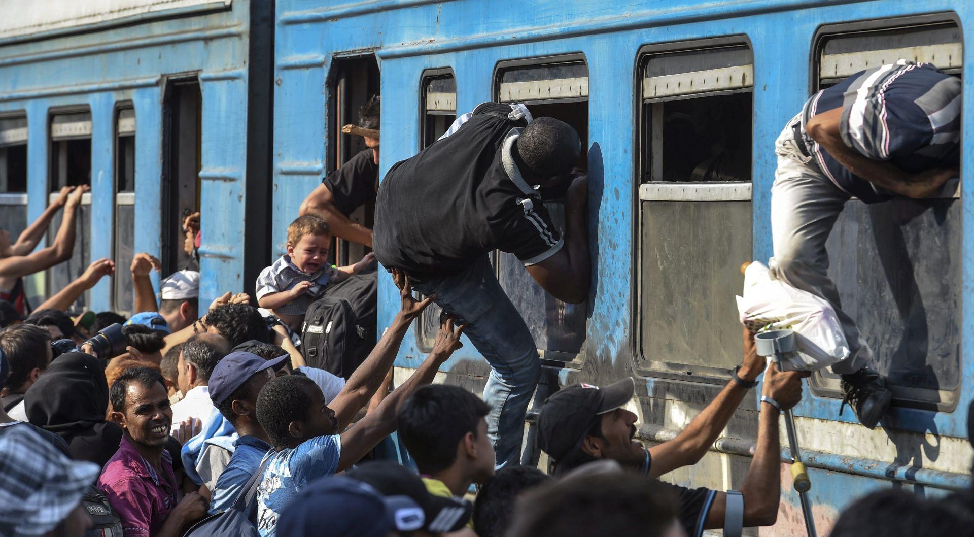 FOTO: RASPOREĐUJU SE VOJNICI Makedonija proglasila izvanredno stanje zbog izbjegličke krize