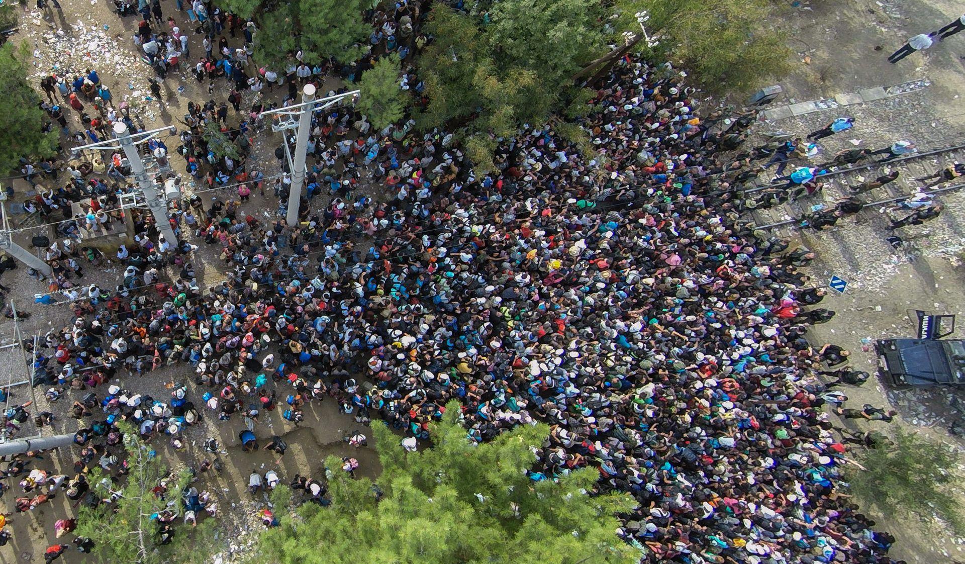 MERKEL POJAČAVA NAPORE Makedonija pušta u zemlju osjetljive kategorije migranata