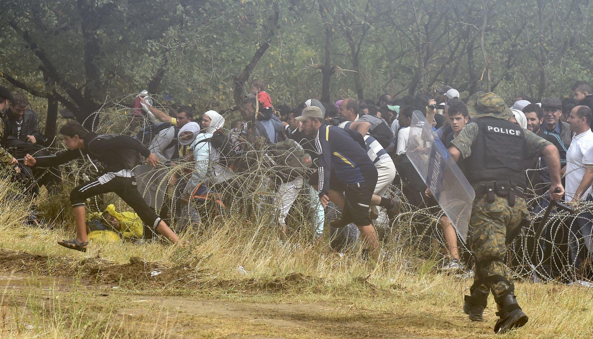BUGARSKA RASPOREĐUJE VOJSKU NA GRANICAMA Makedonska policija digla ruke, migranti preplavili Gevgeliju