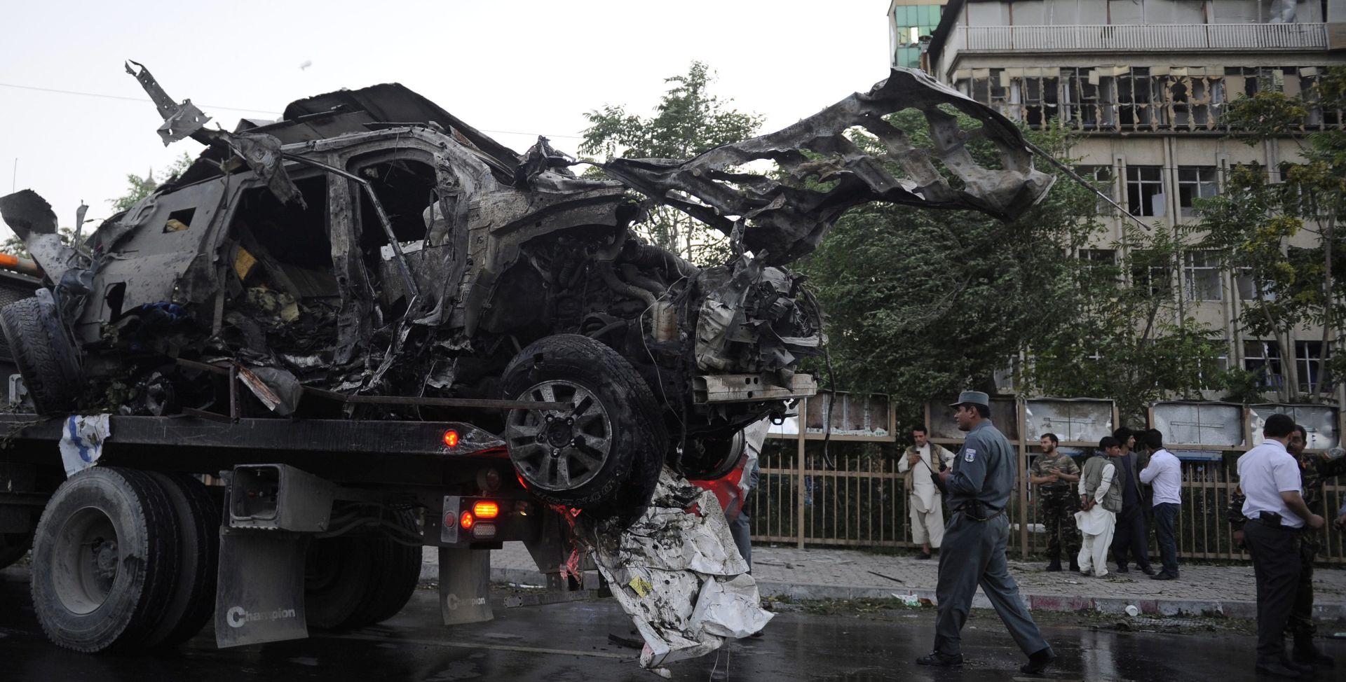 NAJVJEROJATNIJE BOMBAŠ SAMOUBOJICA Najmanje 12 mrtvih u bombaškom napadu u Kabulu