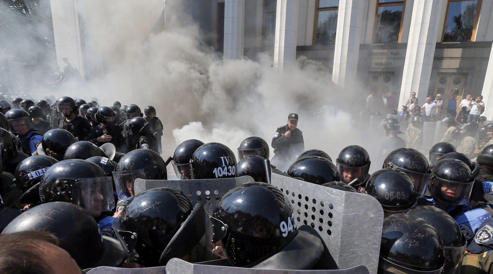 VIDEO: U sukobu u Kijevu poginuo gardist, 90 policajaca ranjeno