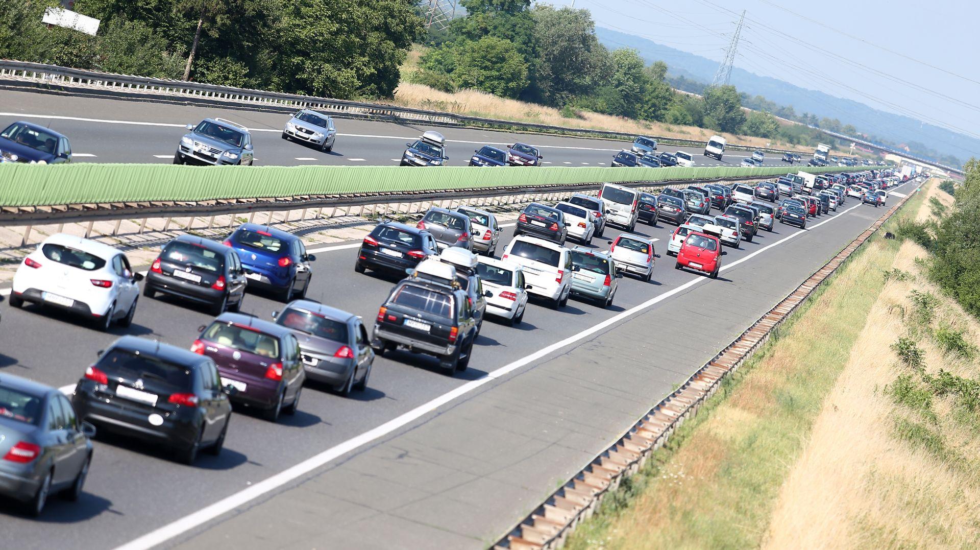 HAK Promet srednje gust, jak vjetar na A6, prometna nesreća na A3