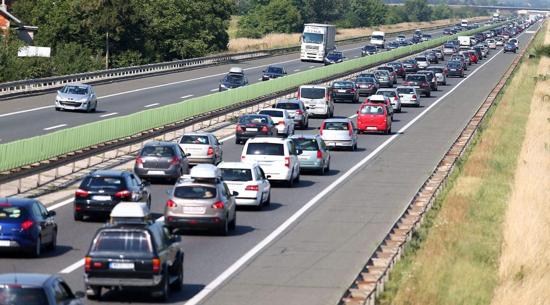 HAK Promet srednje gust do pojačan, zbog nesreće na A1 vozi se u koloni