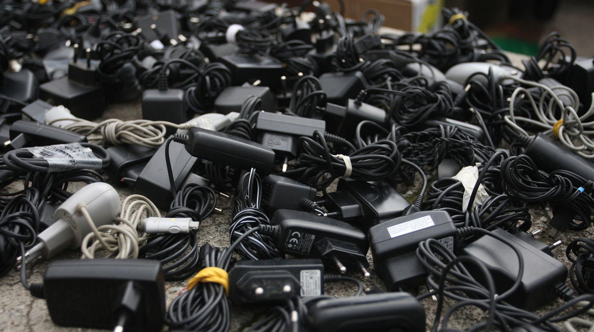 POLICIJA POZIVA NA OPREZ Požar u kući u Crikvenici izazvali punjači mobitela