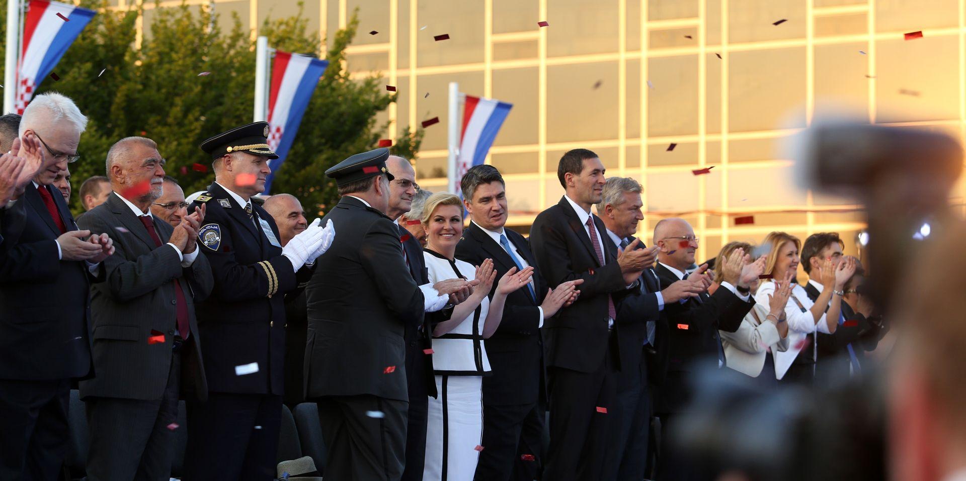 DOJMOVI Ministar Matić pod dojmom mimohoda, Peter Galbraith oduševljen