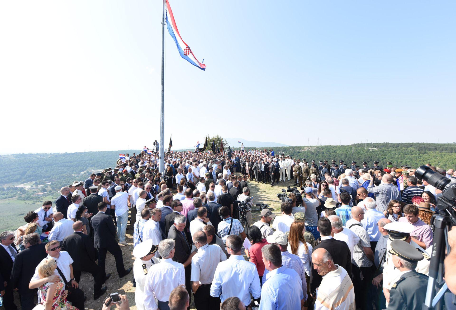 SREDIŠNJE OBILJEŽAVANJE U Kninu održana proslava 20. obljetnice vojno-redarstvene operacije Oluje