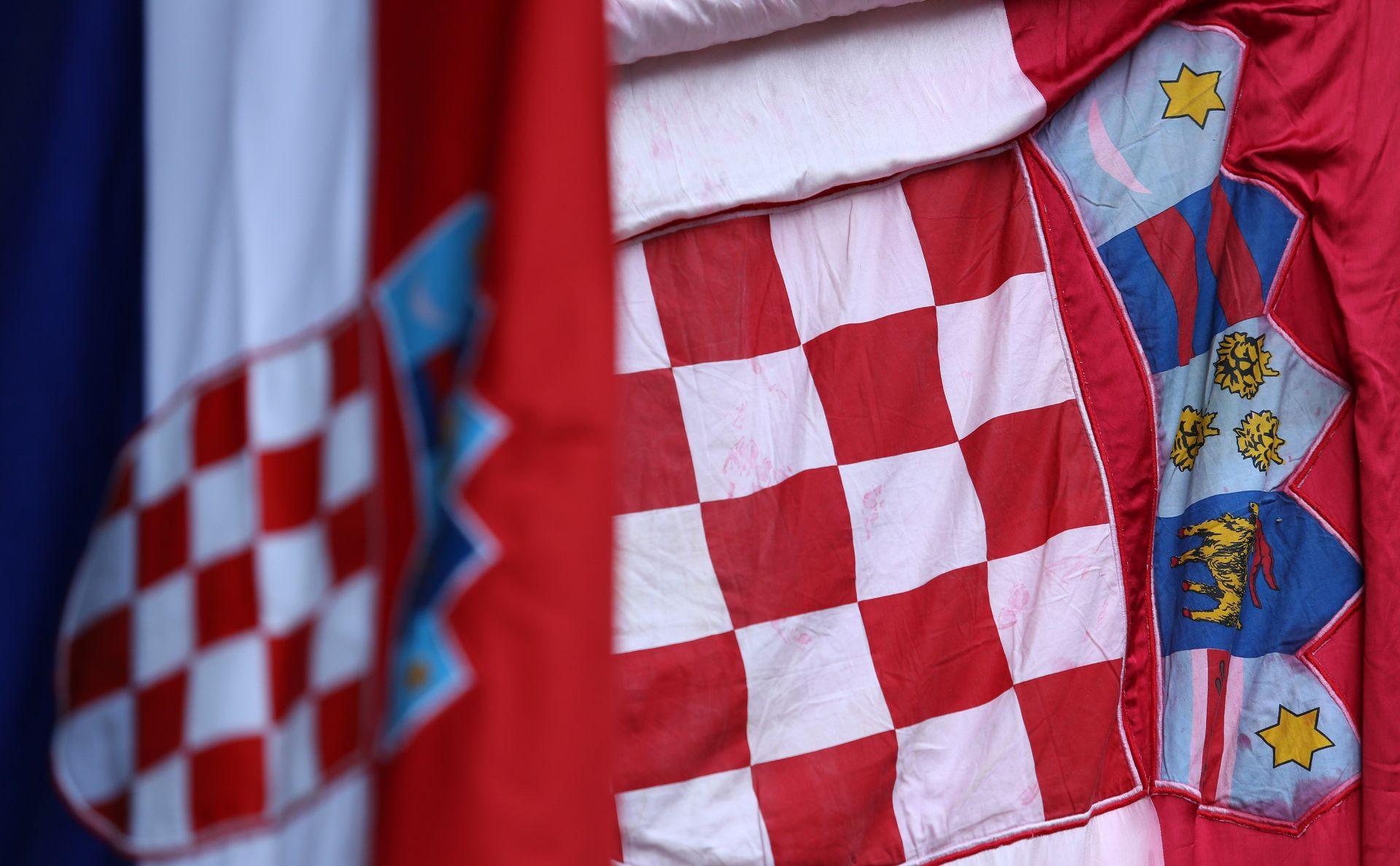 """Vukovarski SDP osudio paljanje hrvatske zastave u Vukovaru i """"sramotna"""" skanidranja u Kninu"""