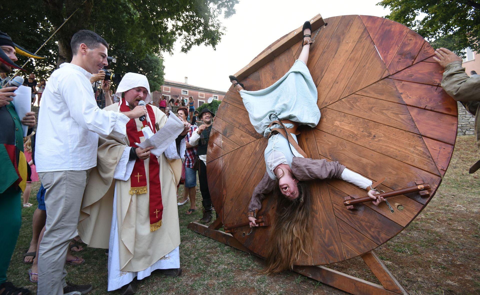 FOTO: ZANIMLJIVE ATRAKCIJE Srednojovjekovni festival u Svetvinčentu