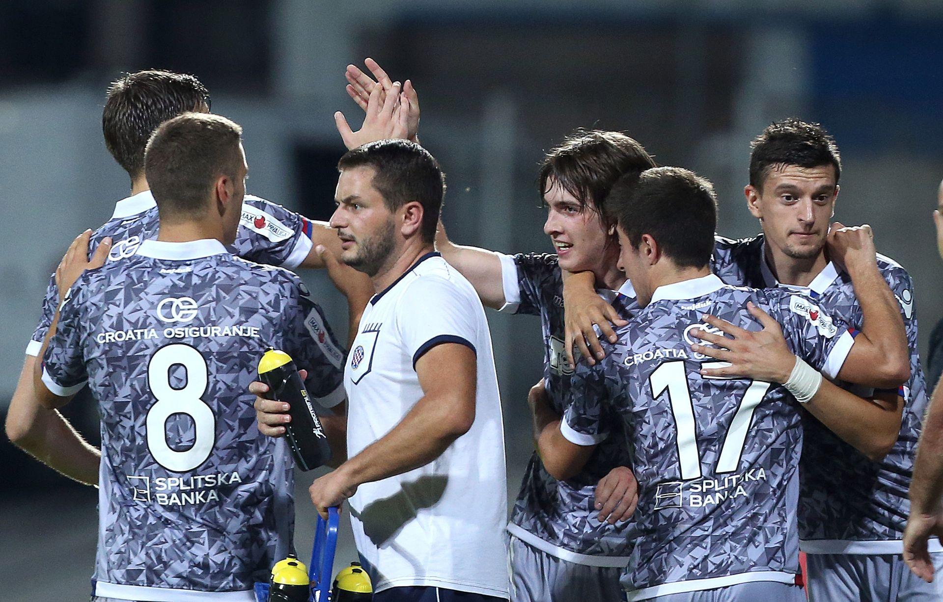 FOTO: LOKOMOTIVA OŠTEĆENA ZA JEDANAESTERAC Prva pobjeda Hajduka u sezoni