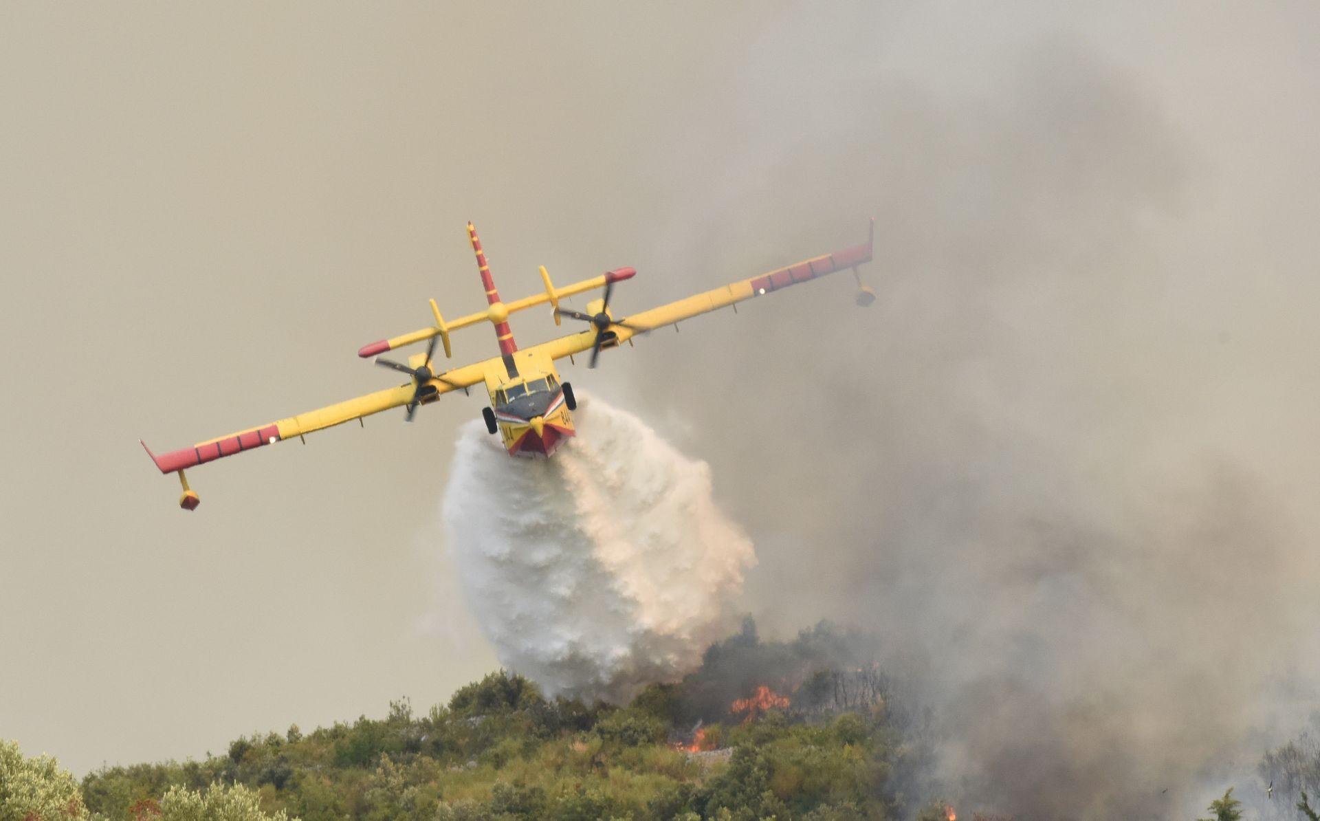 Vojne zračne snage ponovno gase požar na Pelješcu