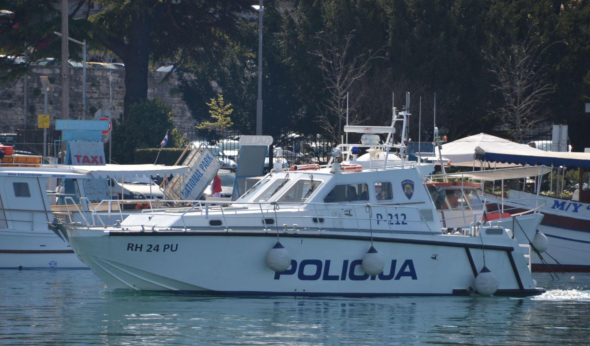 Ozlijeđeni stranac helikopterom prevezen s Hvara u Split, spasilačke akcije kod Tribunja i Brijuna