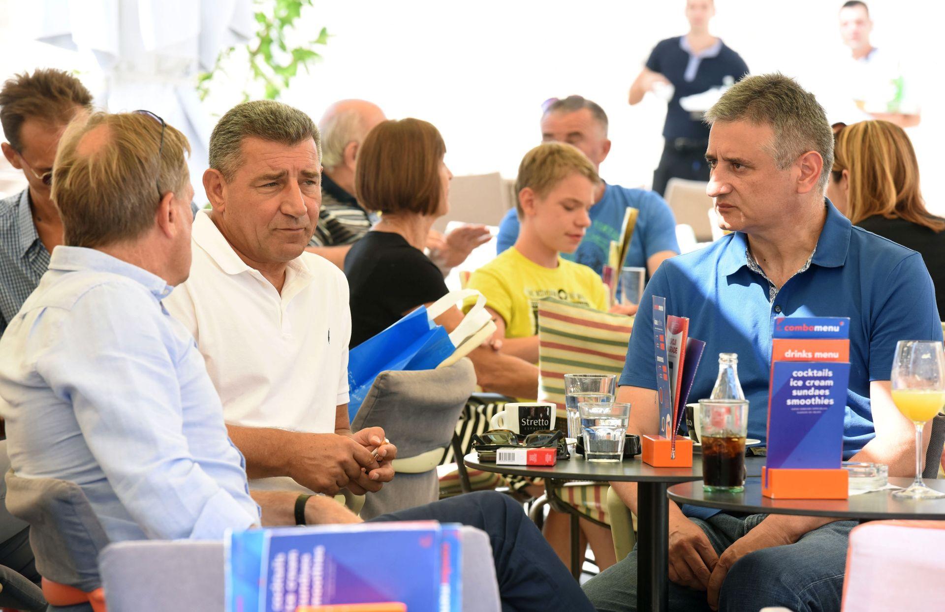 """FOTO: """"NIJE DIO PREDIZBORNE KAMPANJE"""" Gotovina i Karamarko u Zadru na kavi"""