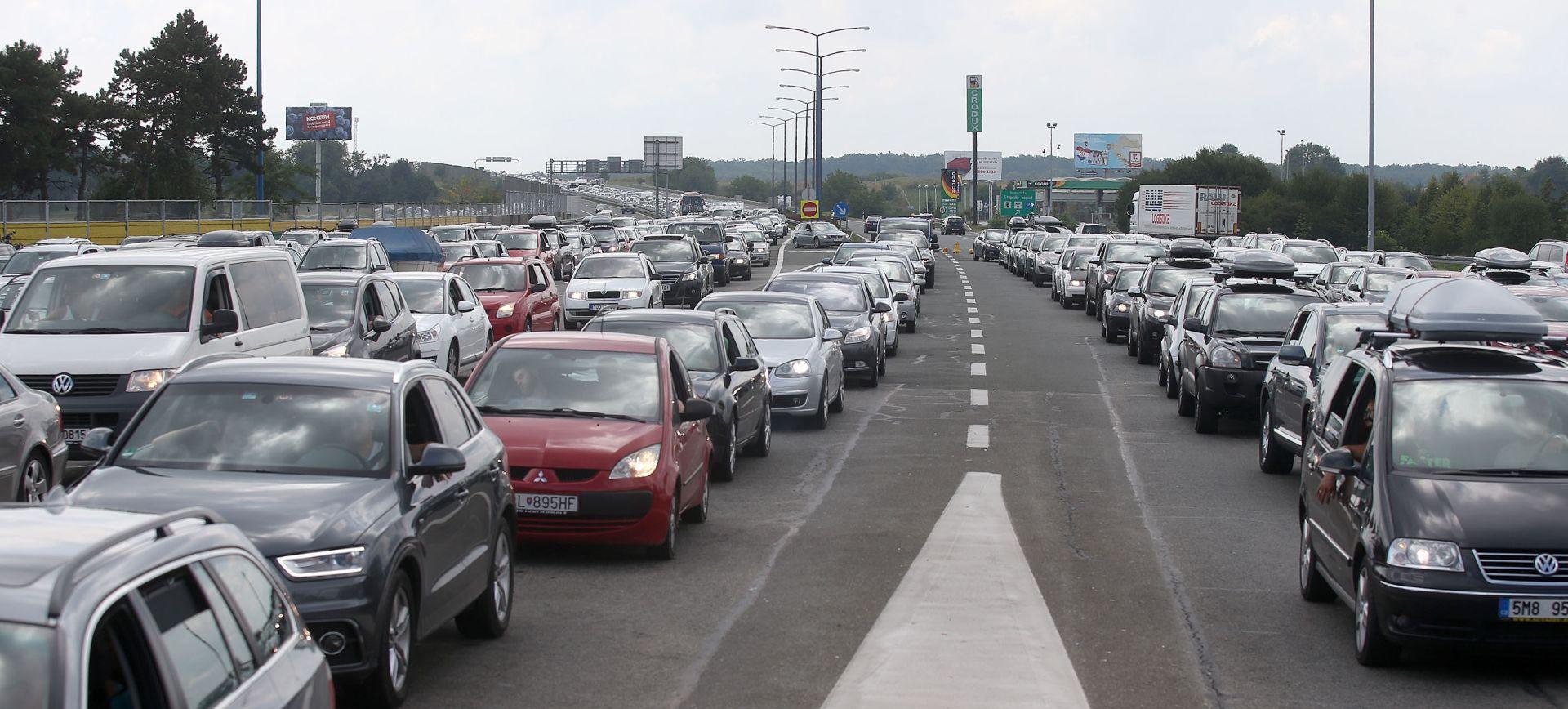 HAK Pojačan promet na autocestama, kod Lučkog kolona 3km, prometna na A1