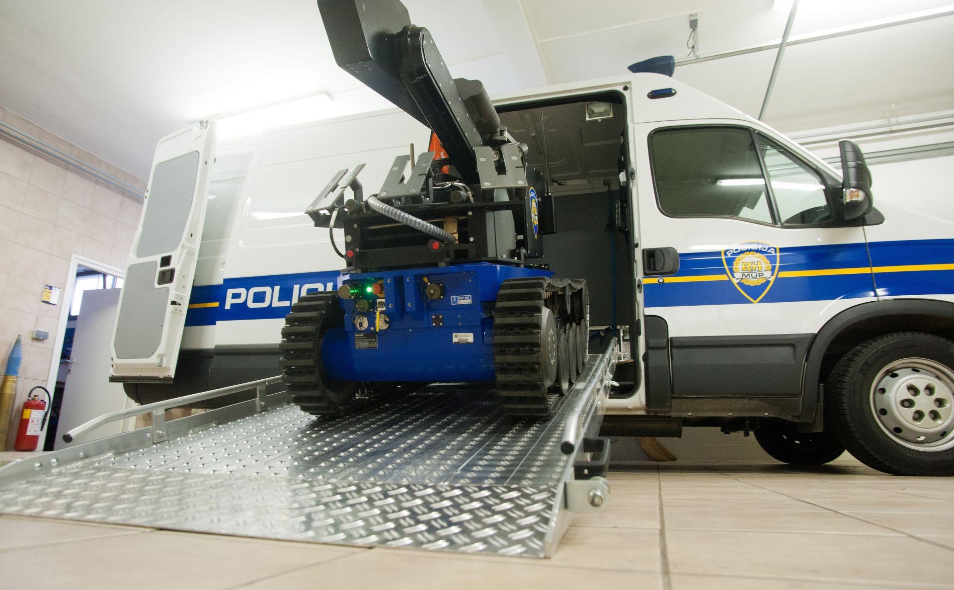 EVAKUACIJA U ZAGREBU U dvorištu poslovne zgrade pronađen sumnjiv kofer