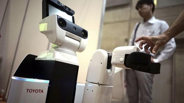 Toyota-robot-cistac-620x350