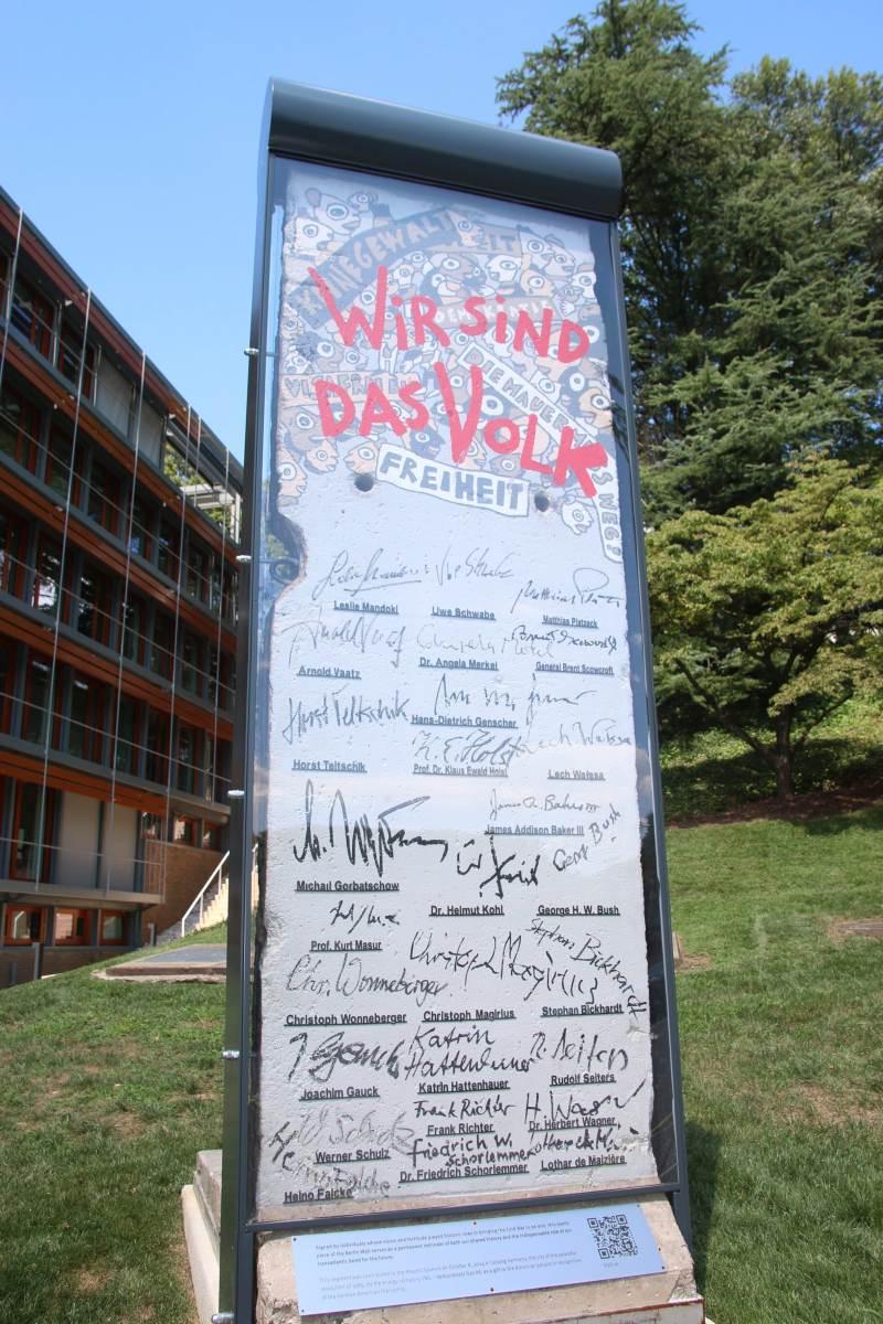 USPOMENA NA HLADNI RAT: Dio Berlinskog zida u State Departmentu