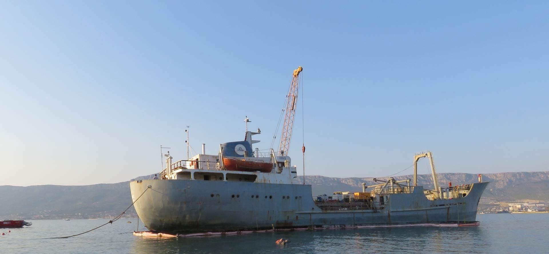 "Split: odsukan brod ""Krka"""