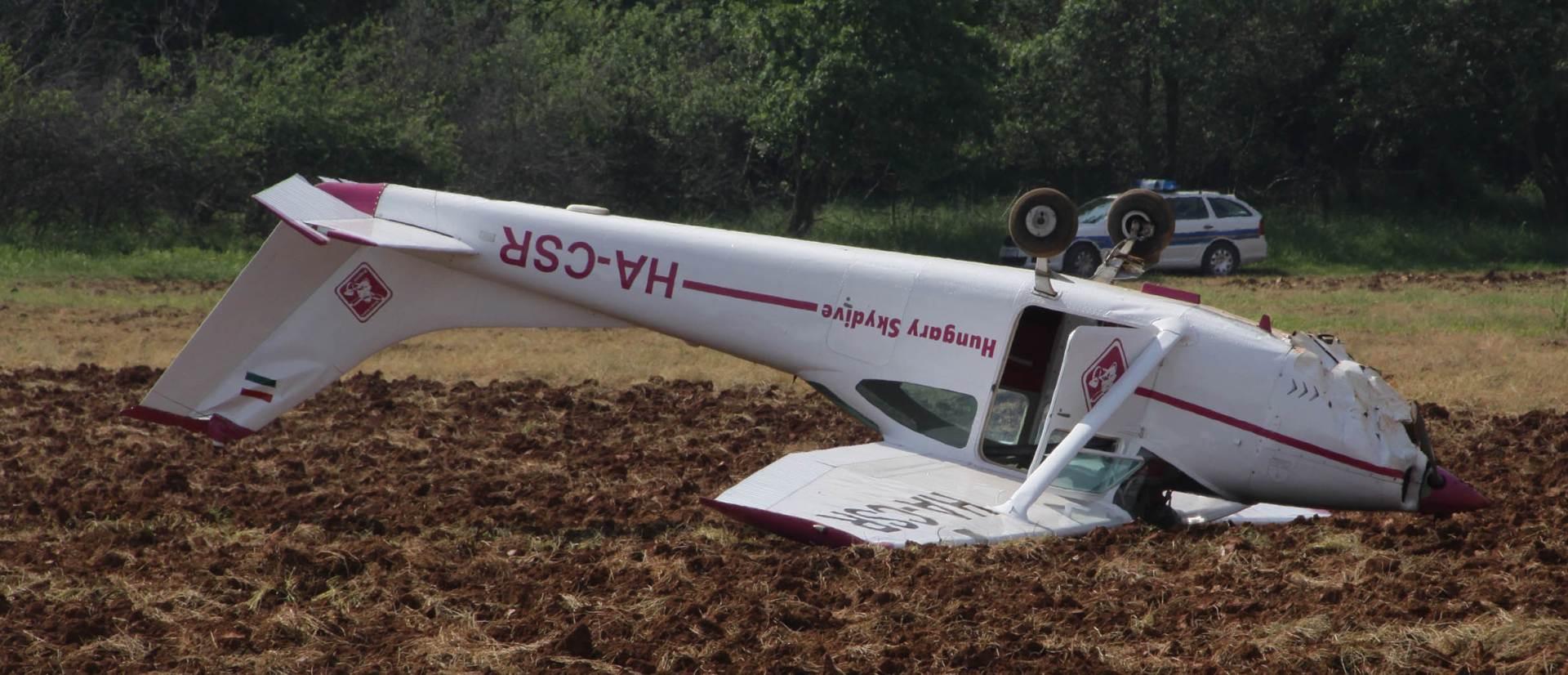 DRUGA NESREĆA U TRI DANA: Pao zrakoplov kod Donjeg Lapca, jedna osoba poginula