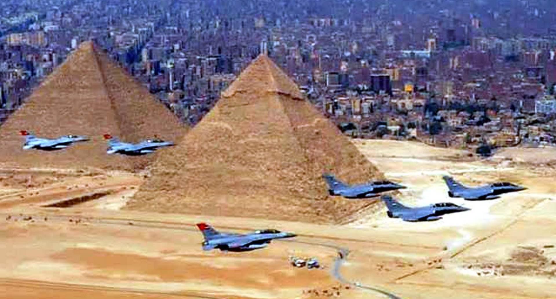 ČETVERO RANJENIH: Bomba deaktivirana blizu piramida u Kairu