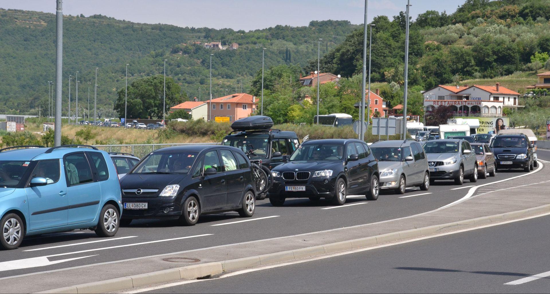 HAK: Vjetar otežava promet, Bregana zatvorena za teretni promet zbog izbjeglica