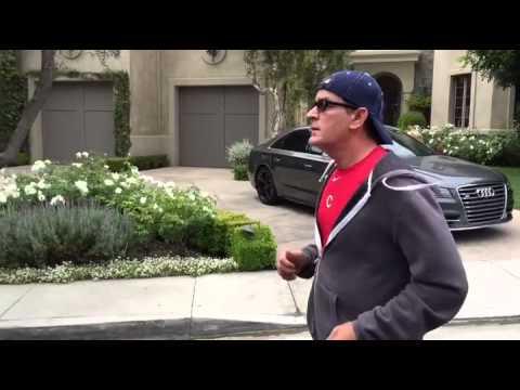 Još jedan dokaz da je Charlie Sheen najveći luđak Hollywooda