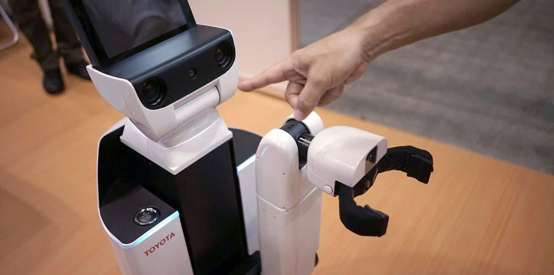 Vi samo radite nered, a ovaj robot će ČISTITI ZA VAMA!
