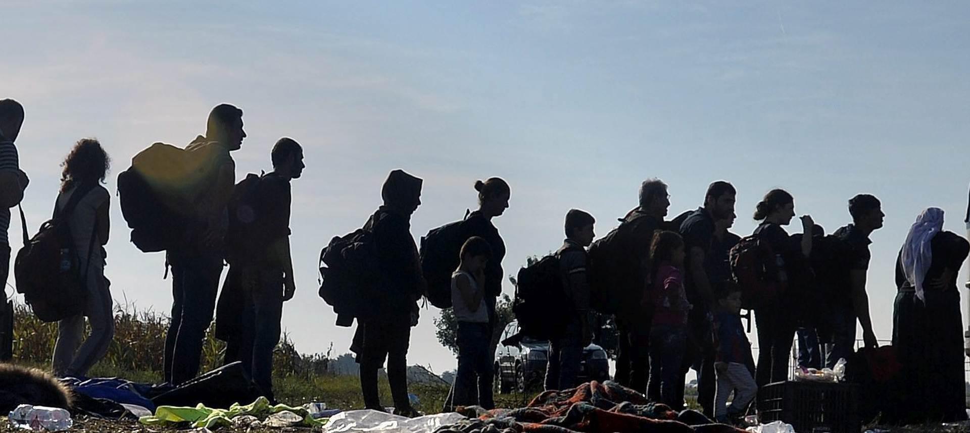 STRAH OD ZATVARANJA GRANICA: Desetak izbjeglica u Hrvatsku pokušalo ući kod Ličkog Petrovog Sela, privela ih policija