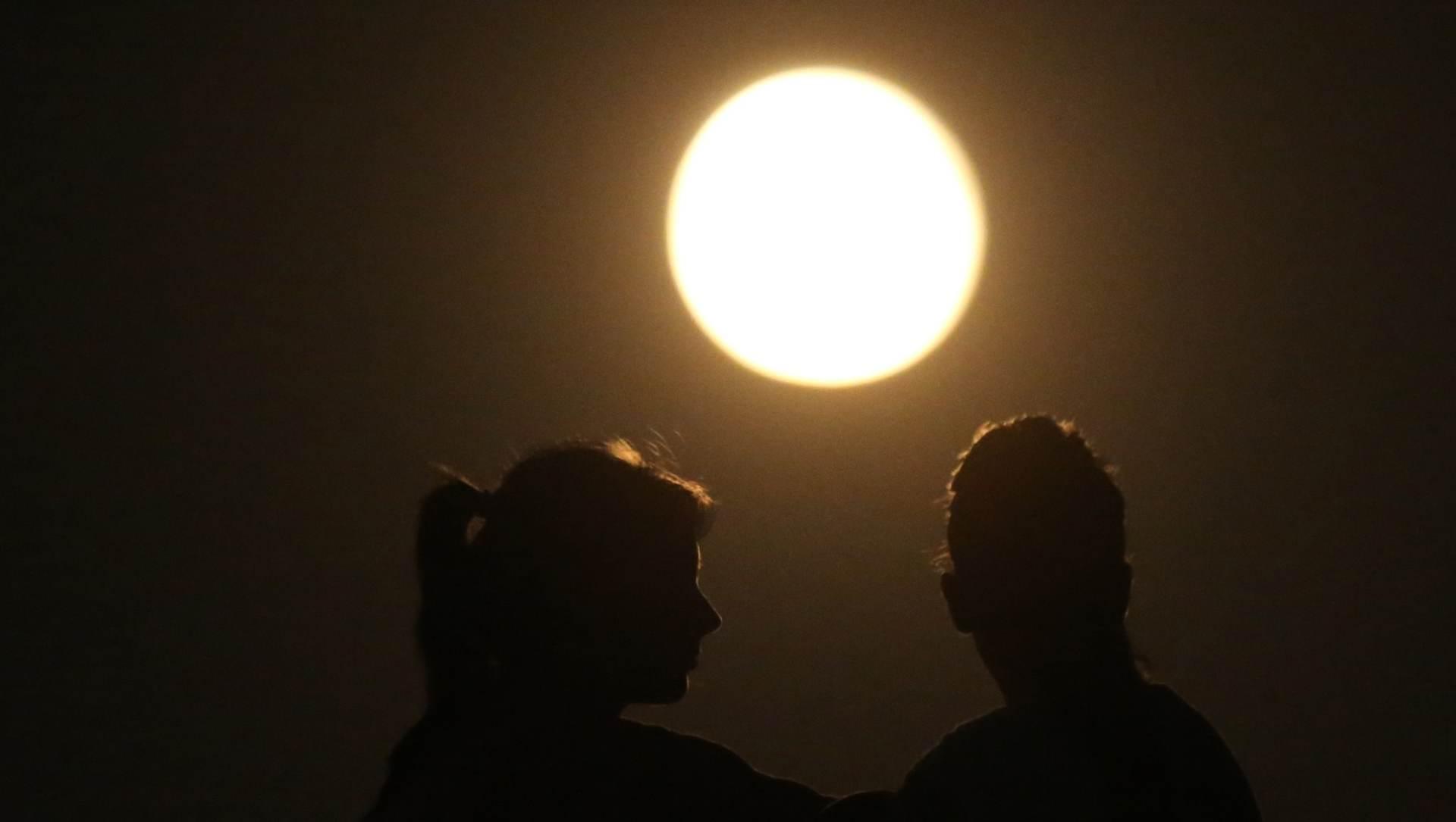 VIDEO: Svjetski rekord u zavijanju na Mjesec