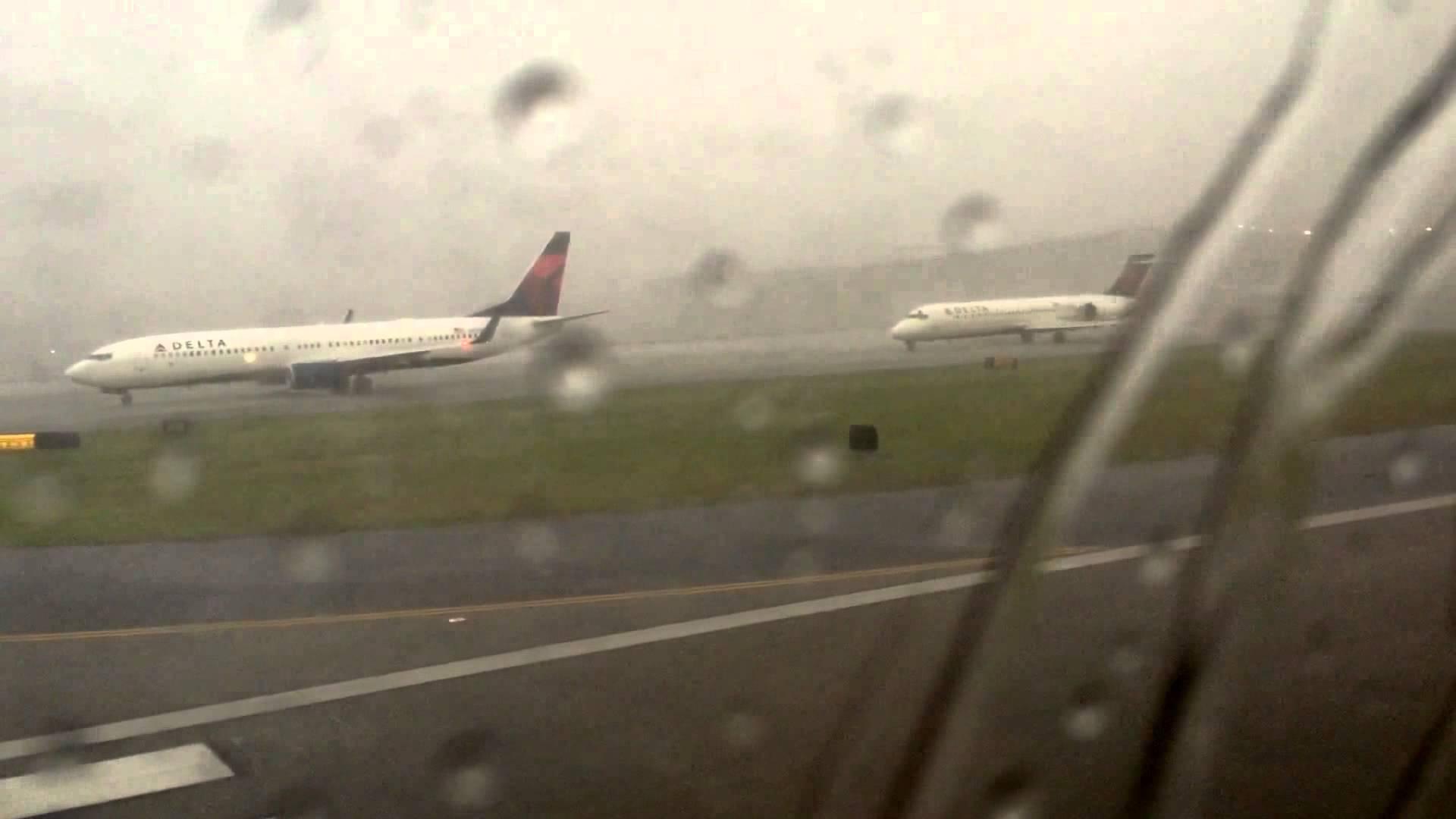 VIDEO: SNAGA PRIRODE Pogledajte trenutak u kojem je grom pogodio zrakoplov