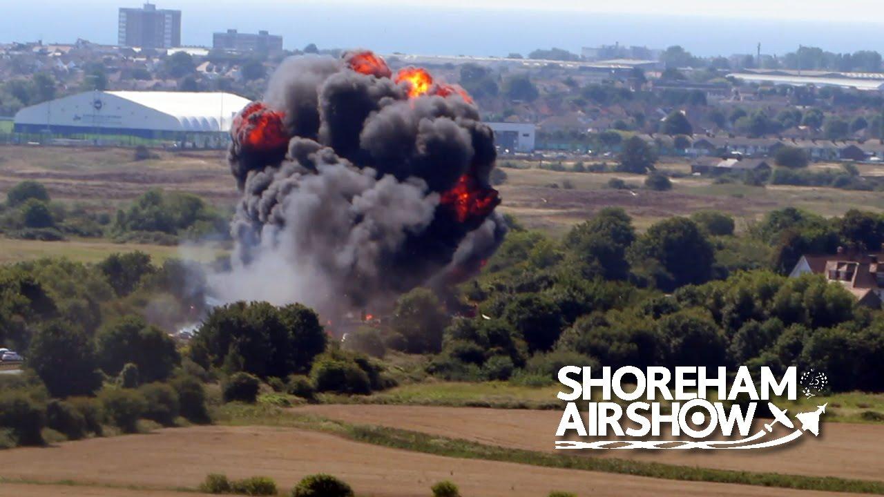 VIDEO: KOBNI AEROMITING U SUSSEXU Zrakoplov pao na nekoliko automobila, sedam mrtvih, pilot preživio