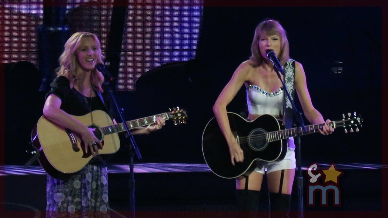 """VIDEO: SWIFT SA PHEOBE OTPJEVALA 'SMELLY CAT': """"Moraš se više uživjeti u pjesmu!"""""""