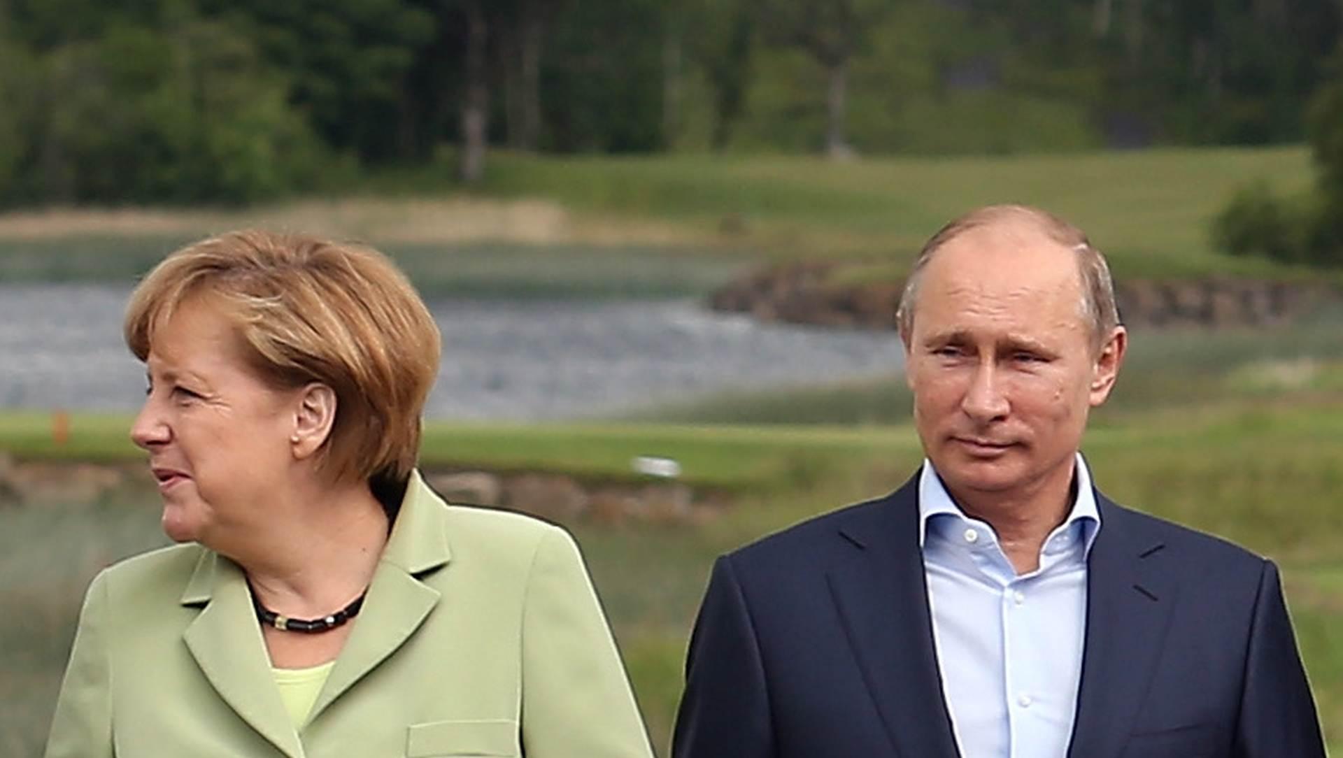 """MERKEL 'Ne očekujem mnogo od susreta s Putinom"""""""
