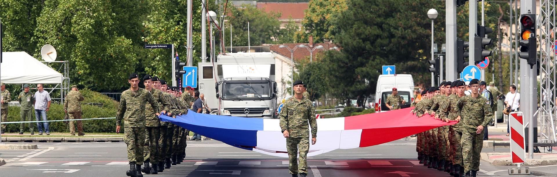 VIDEO/ FOTO: PRIPREME PRI KRAJU Održana generalna proba za svečani mimohod u Zagrebu