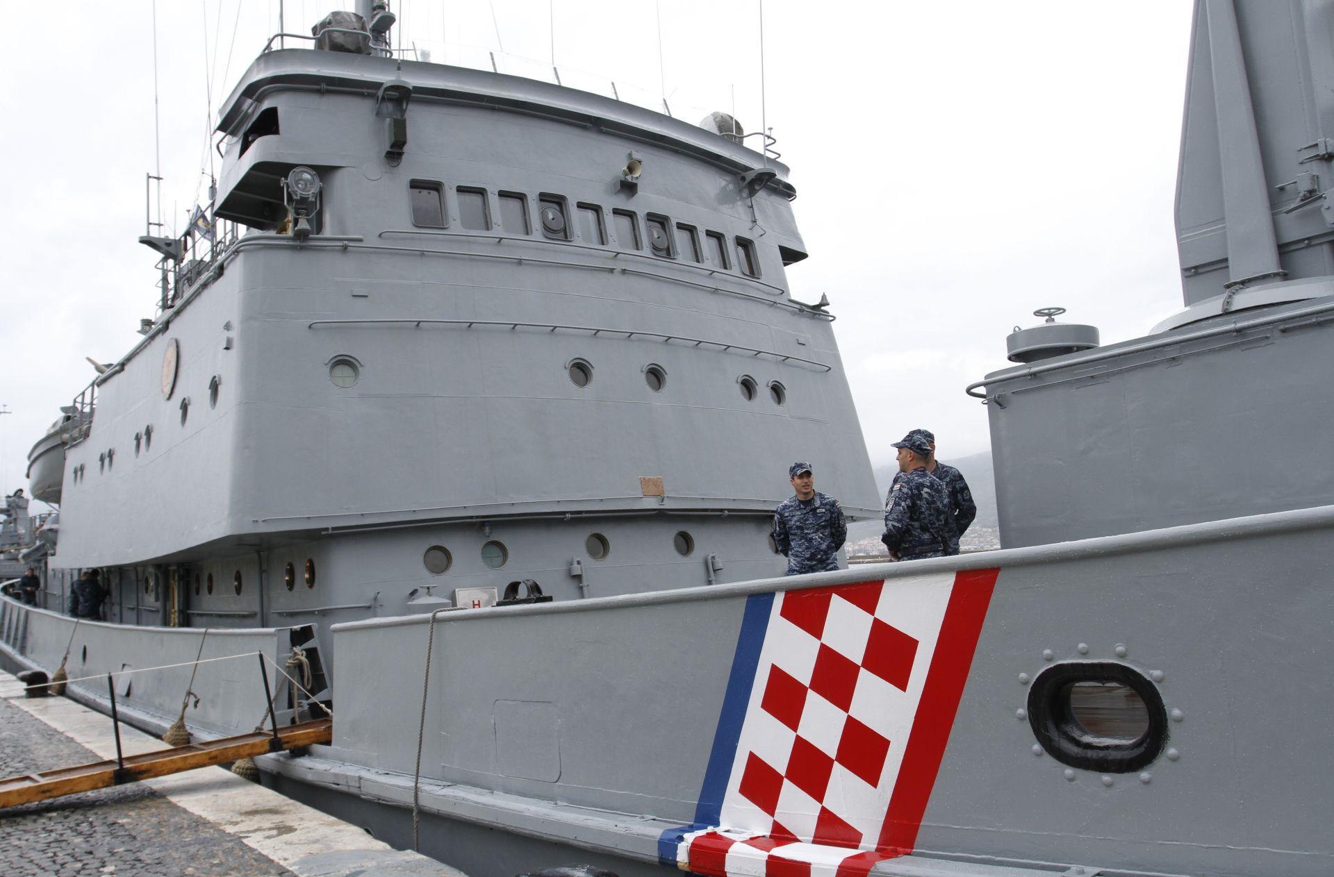 "HRVATI U EU MISIJI ""TRITON"" Hrvatska ratna mornarica spasila 37 migranata"