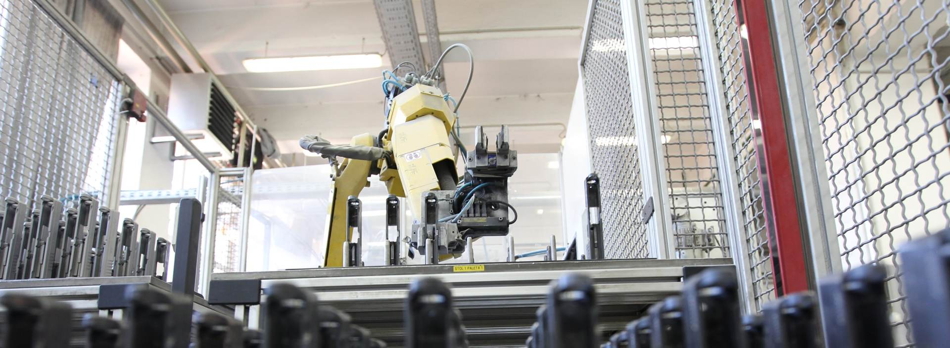 VIDEO: Roboti spajaju IKEA stolicu za manje od devet minuta
