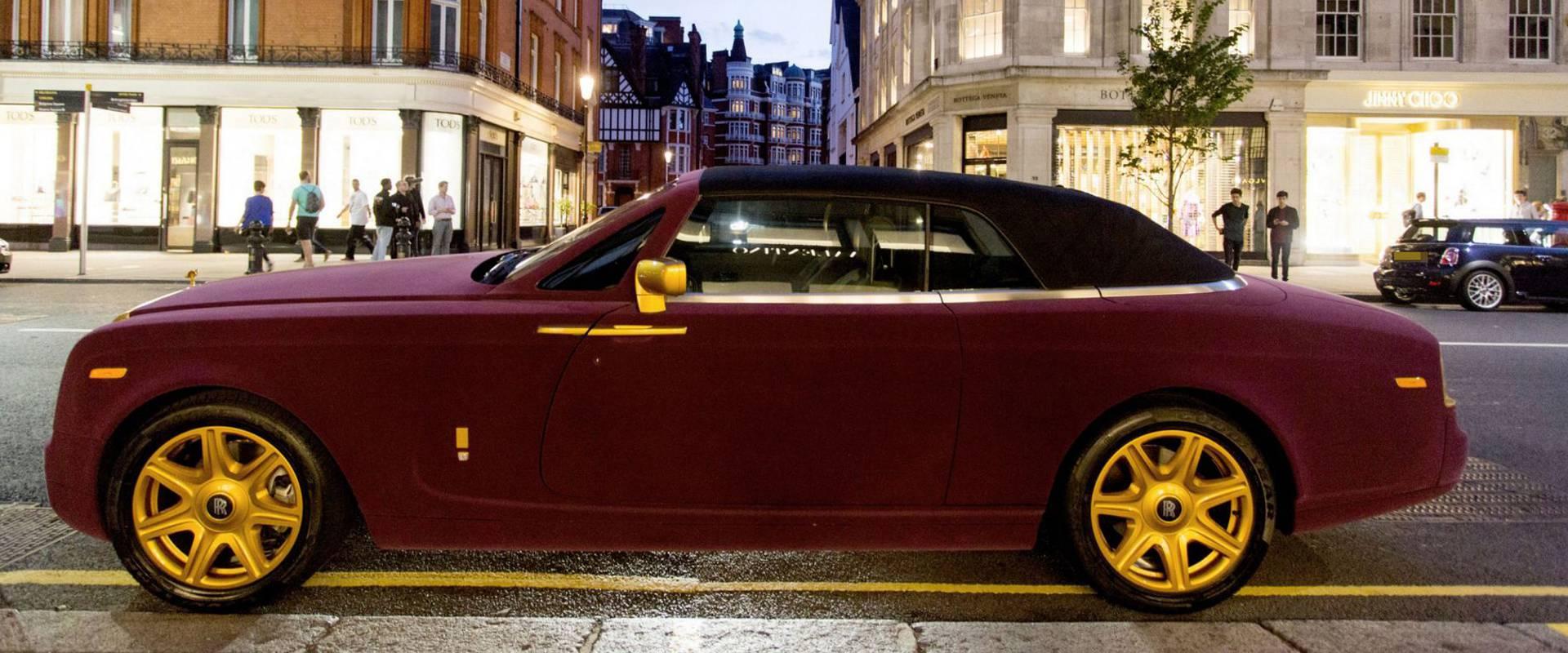 SAMO ZA POZIRANJE: Baršunasti Rolls Royce na ulicama Londona