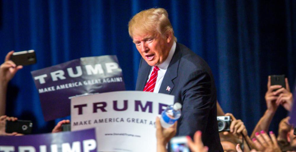 ANKETE POKAZALE: Trump drži prednost u New Hampshireu, Bushevi ga napadaju
