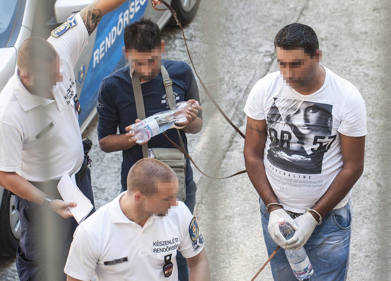 FOTO: Osumnjičeni za smrt 71 izbjeglice pred sudom u Mađarskoj