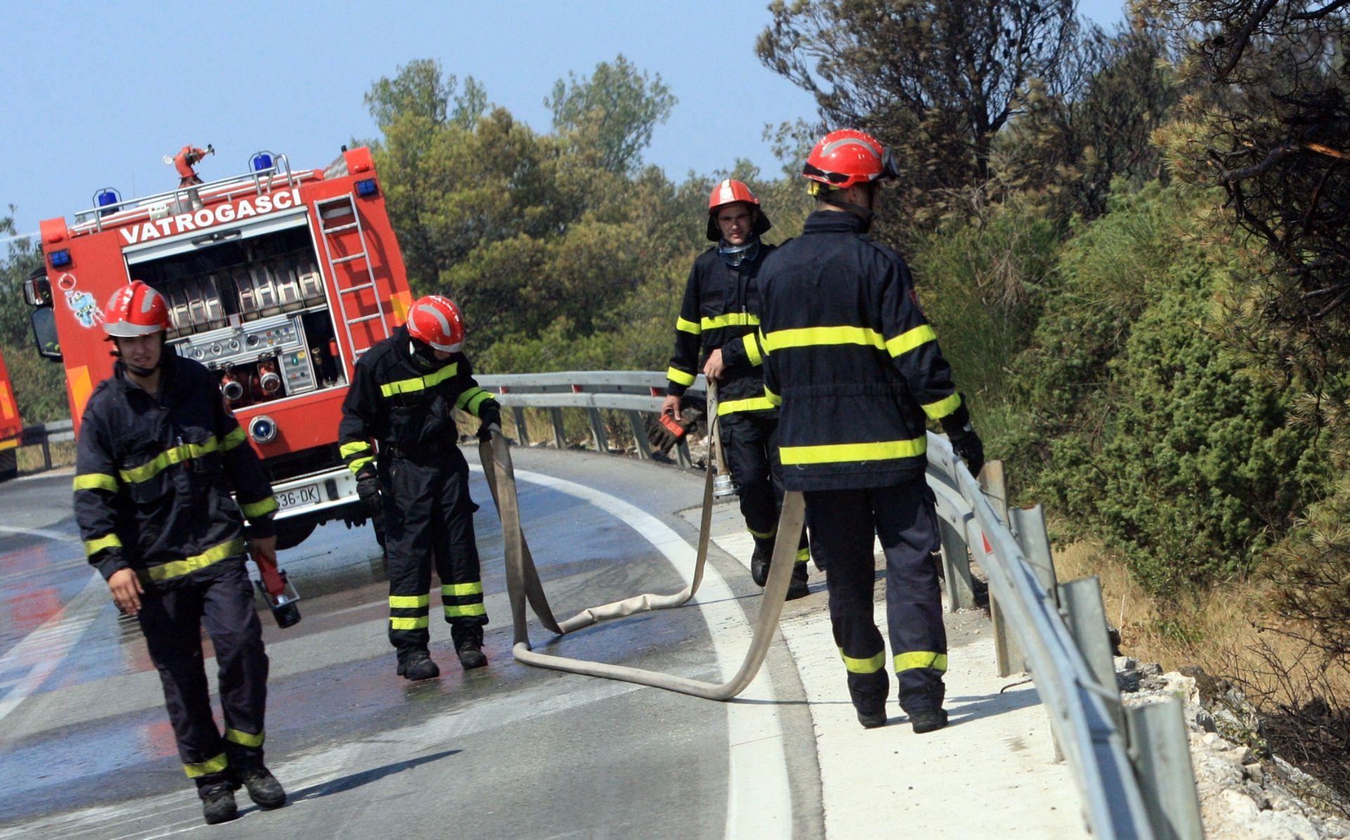 POD NADZOROM Požar iz BiH koji se širio prema Konavlima