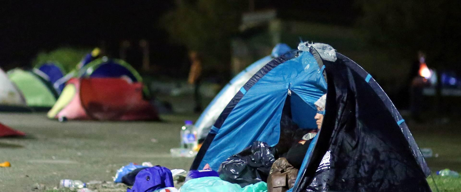 VIDEO: Traje premještaj emigranata i izbjeglica iz kampa Idomeni