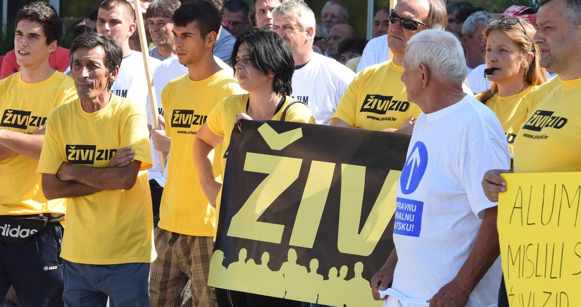 AKCIJA U OSIJEKU: Živi zid spriječio deložaciju osječanke Nade Pavlović