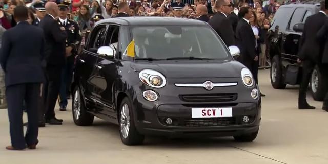 Kakvu poruku šalje papa vožnjom u FIAT-u 500L?